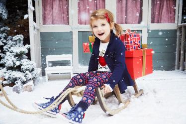 KO PROSUCTIONS HEATONS CHRISTMAS KIDS 2015 01